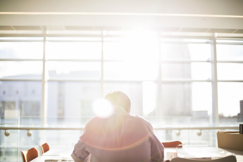 Cómo lidiar con un compañero de trabajo conflictivo